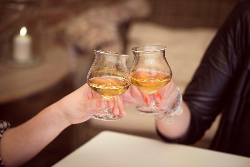Dal 'bicchierino' dopo pasto al cocktail dopo cena: come cambia la moda del distillato